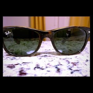 Ray-ban New Wayfarer Classic - RB2132, with case.